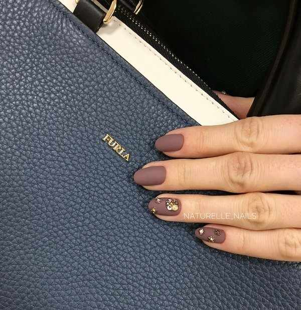 Самый модный дизайн ногтей в коричневом цвете 2020-2021 – фото-новинки