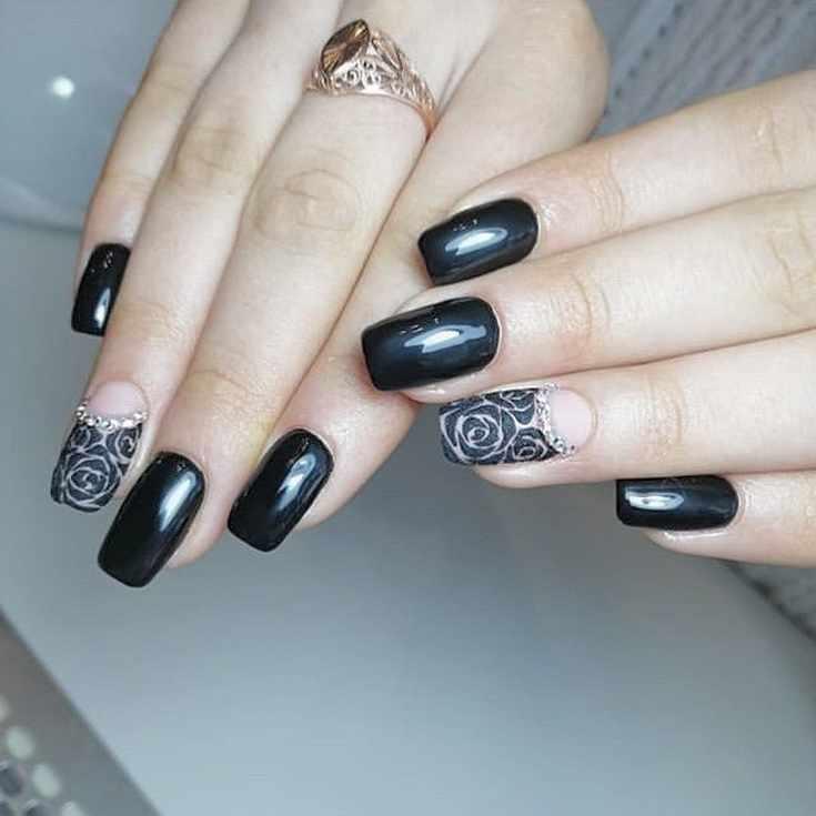 Весенний черный маникюр