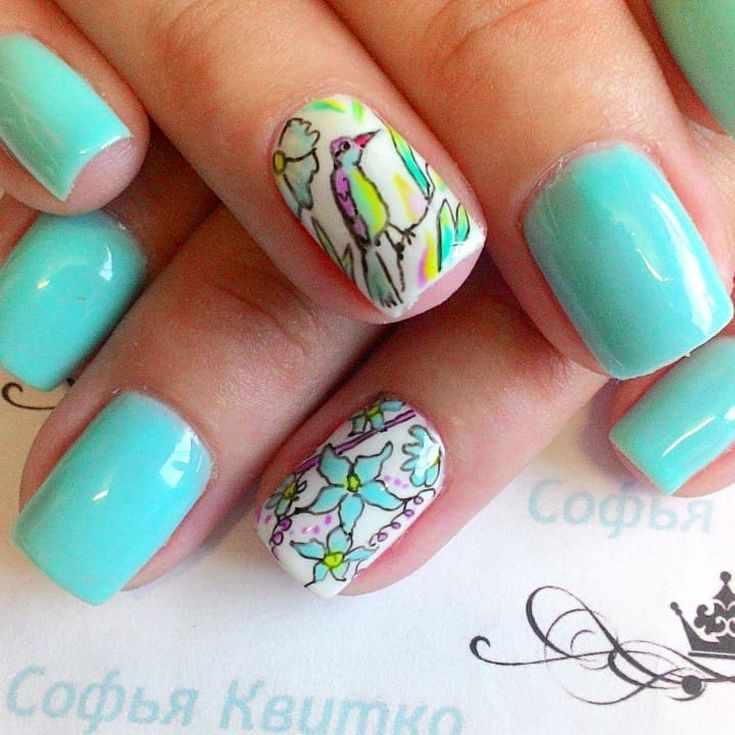 Весенний маникюр с птицами на ногтях