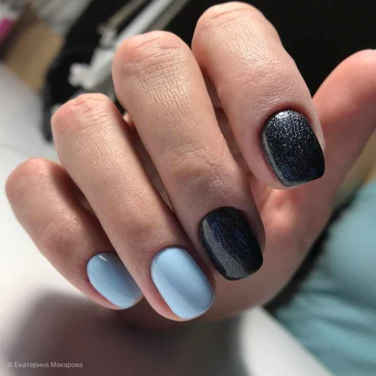 Маникюр голубой с чёрным