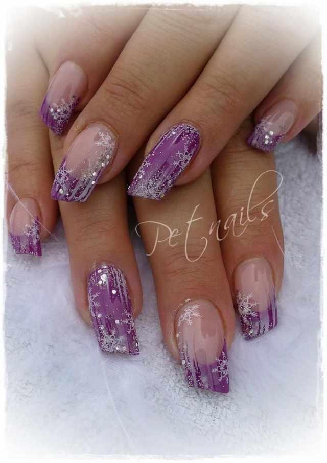 косой дизайн ногтей снежинки