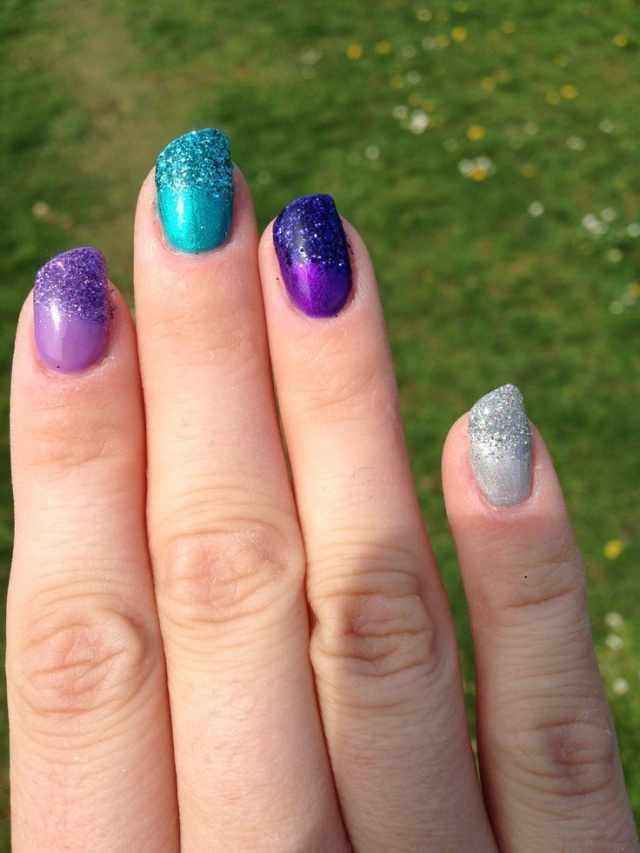косой дизайн ногтей разноцветные