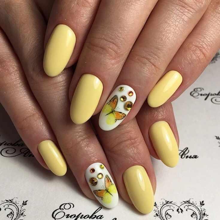 Жёлтый маникюр с бабочками