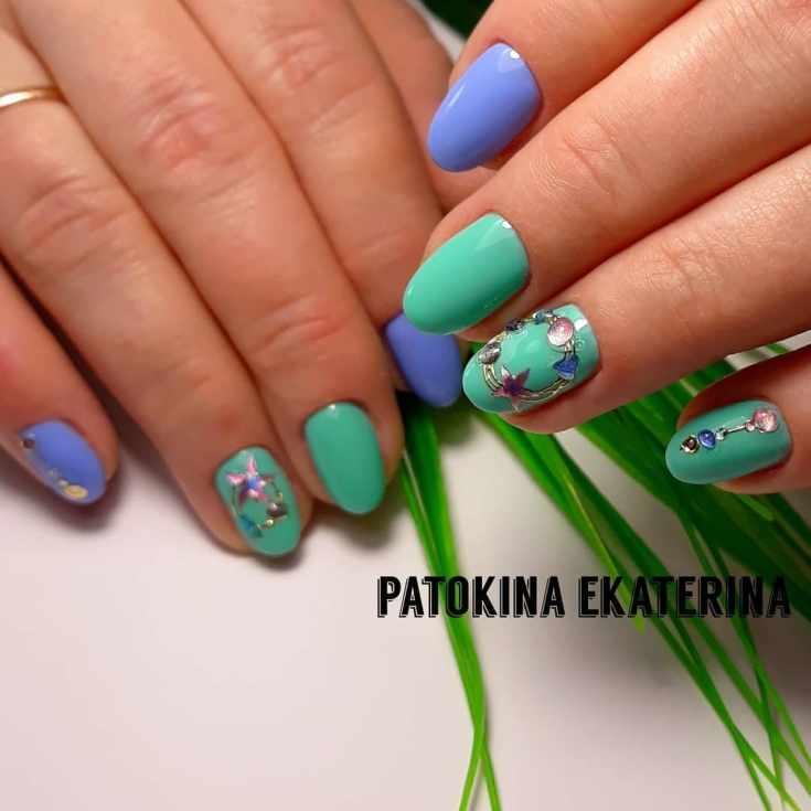 Маникюр зелёный с фиолетовым