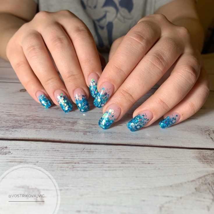 Маникюр френч с голубым цветом
