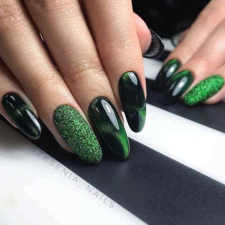 Зелёный маникюр с блёстками