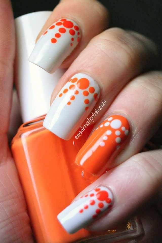 оранжевый маникюр ногтей белый