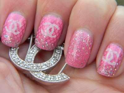 дизайн ногтей шанель розовый