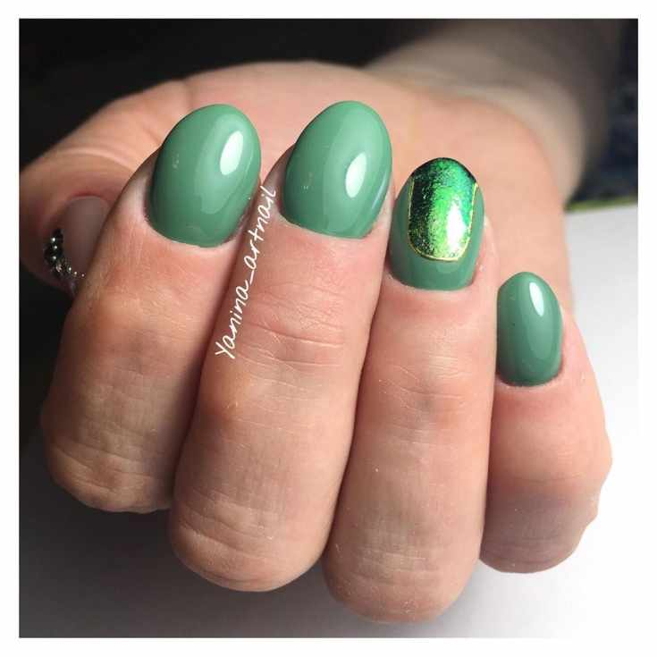 Маникюр зелёный с серым