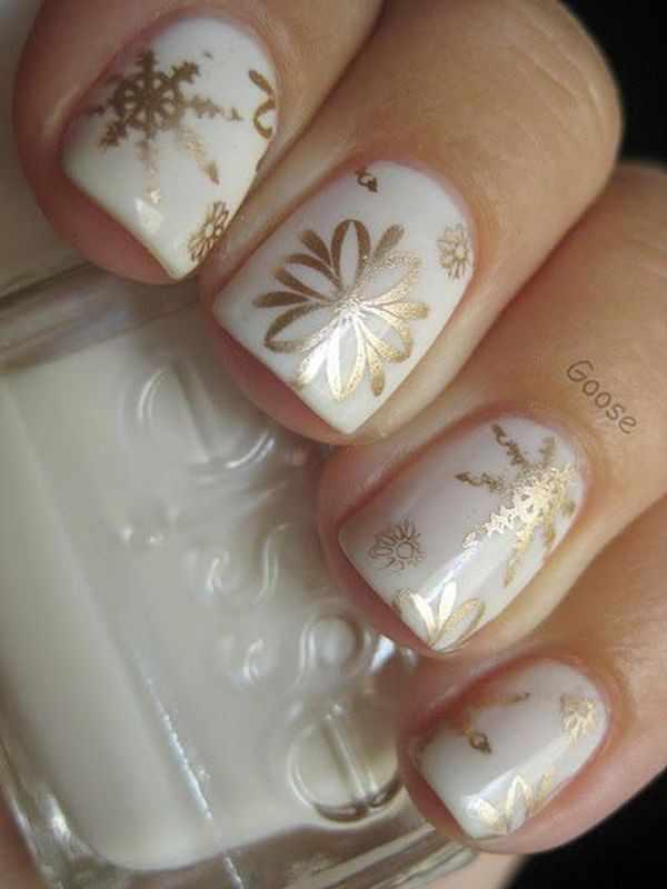 золотой дизайн ногтей снежинки