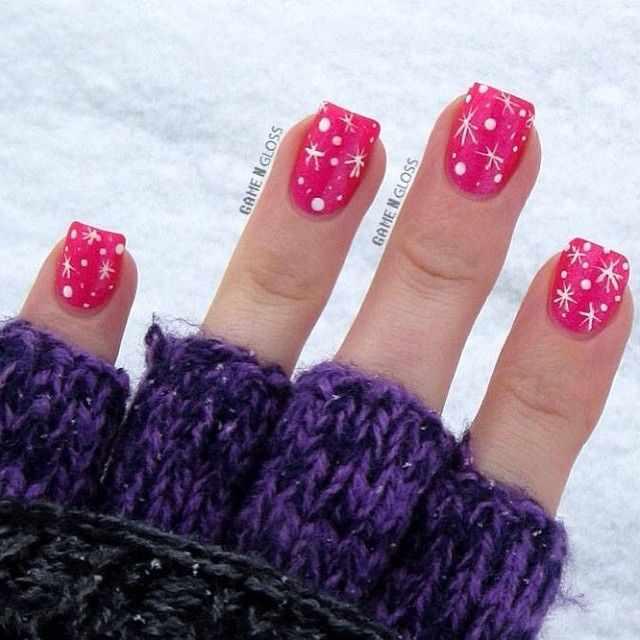 новогодний зимний маникюр со снежинками