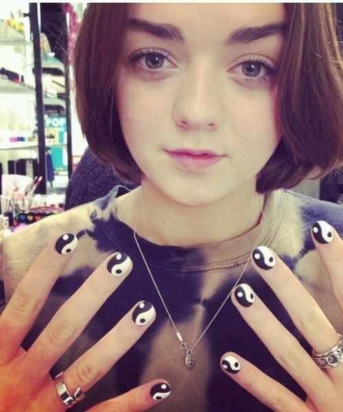 nails yin yang Maisie Williams - Arya Stark