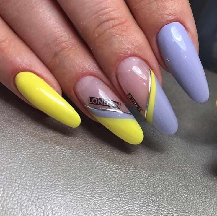 Длинный фиолетовый с жёлтым миндальный маникюр с наклейками и серебристыми лентами