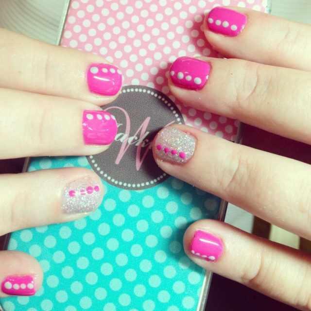 CND schellac дизайн розовый с белыми точками