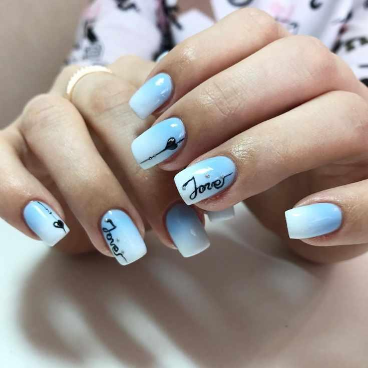 Маникюр голубой с белым
