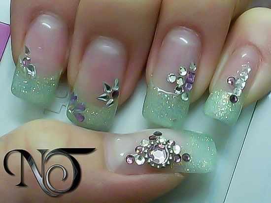 модный дизайн ногтей от чемпионов со стразами design of extension of long nails
