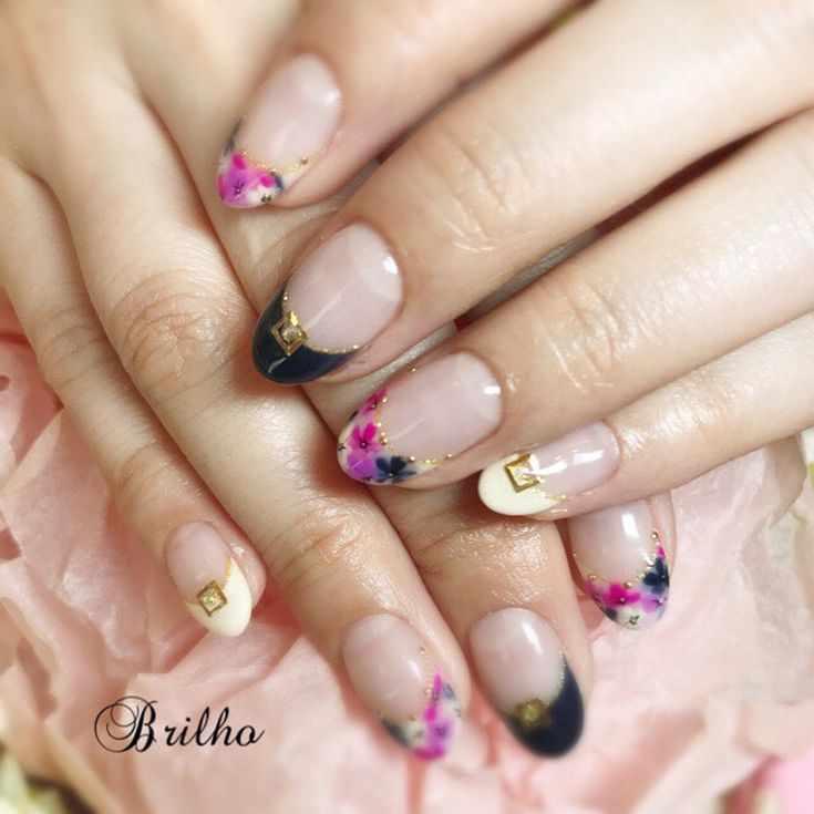 френч на круглых овальных ногтях
