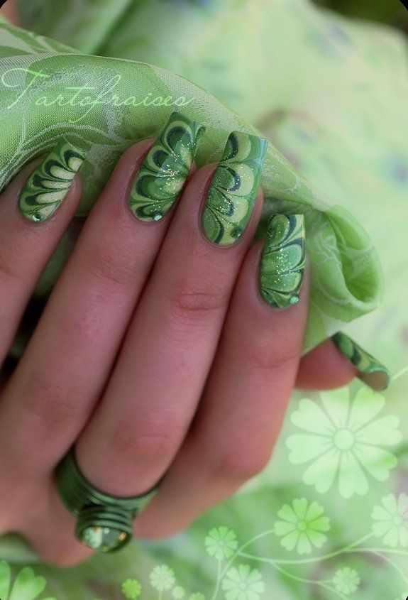 водный дизайн ногтей зелёный