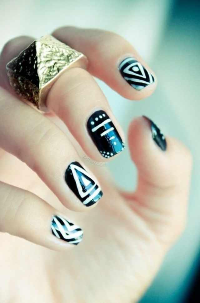геометрический дизайн ногтей треугольники