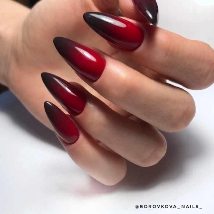 Маникюр бордовый с чёрным