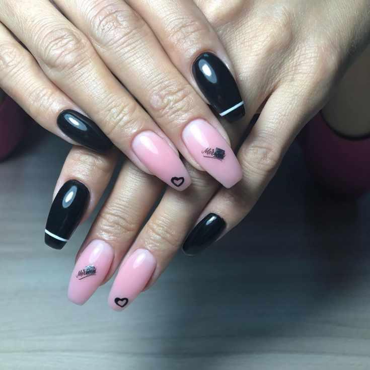 Черный с розовым маникюр балерина на длинные ногти с горизонтальными полосками