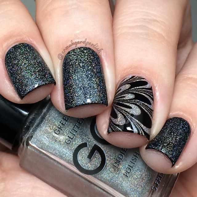 водный дизайн ногтей чёрный