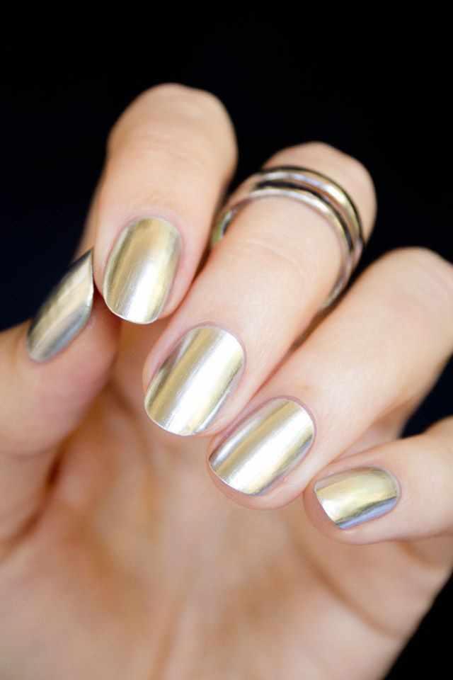 золотой дизайн ногтей короткие