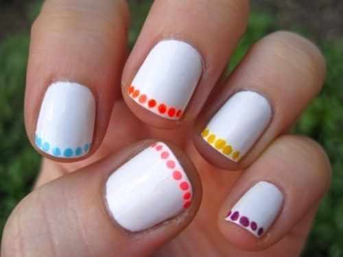 дизайн ногтей точками дотс белый