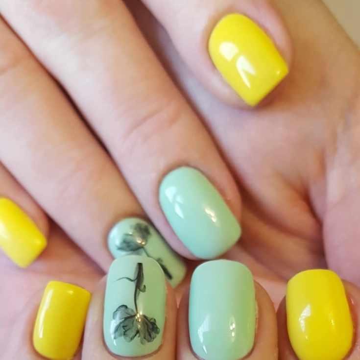 Маникюр жёлтый с мятным