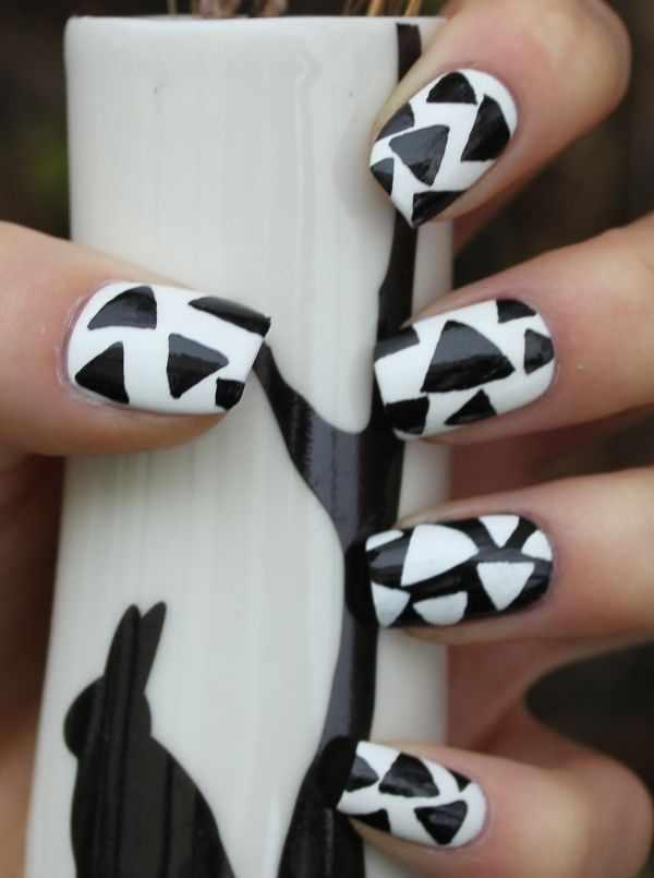 геометрический дизайн ногтей чёрно-белый