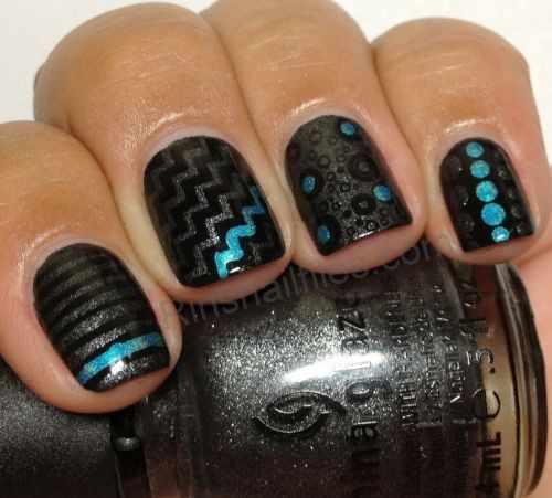 геометрический дизайн ногтей ступеньки полоски