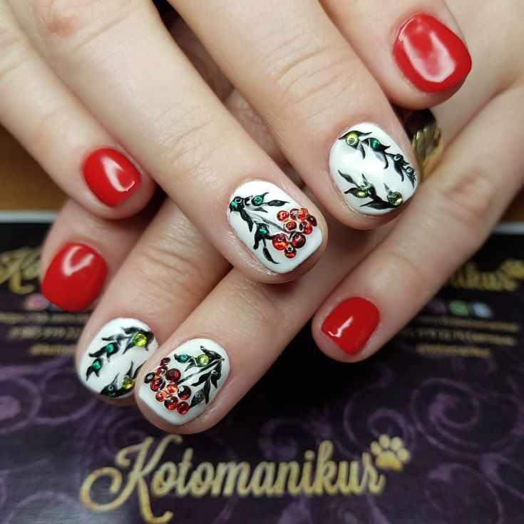 Рисунок снегирей или рябины на ногтях