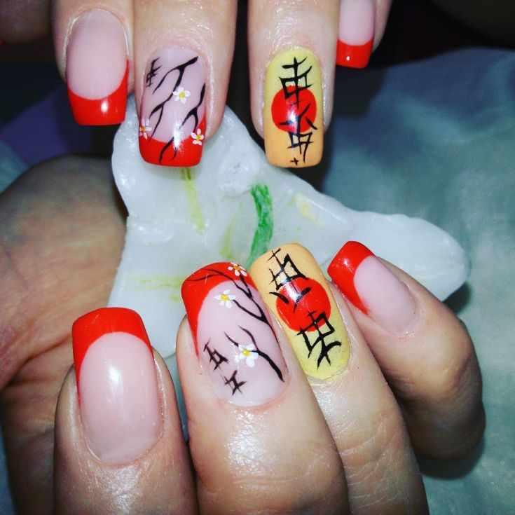маникюр с китайскими иероглифами