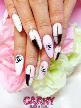 дизайн ногтей шанель розово-белый