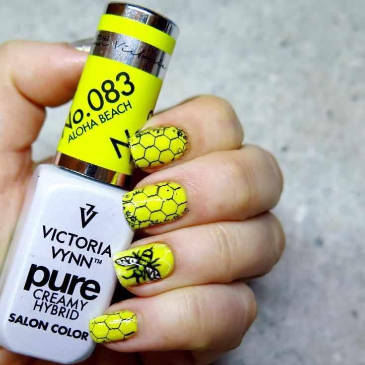 желтый дизайн коротких ногтей