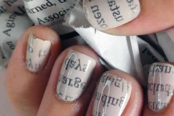 газетный дизайн ногтей 25 Newspaper nail design