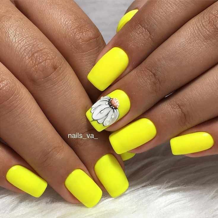 Жёлтый неоновый маникюр