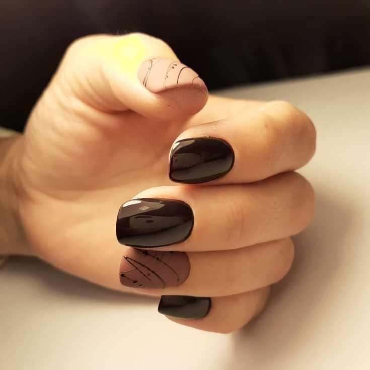 Коричнево бежевый маникюр на короткие квадратные ногти с паутинками и точками коричневого гель лака.