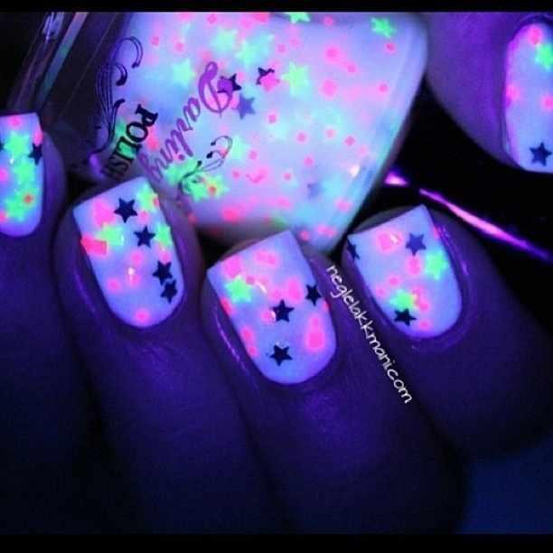 неоновый дизайн ногтей звёздочки