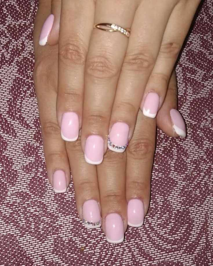 Маникюр розовый френч