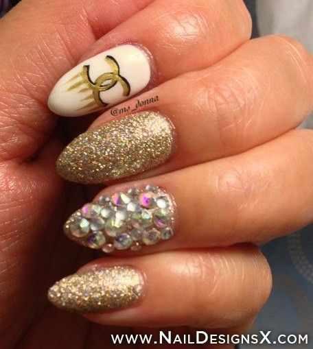 дизайн ногтей шанель золото стразы блёстки
