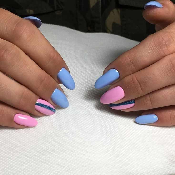 Маникюр голубой с розовым