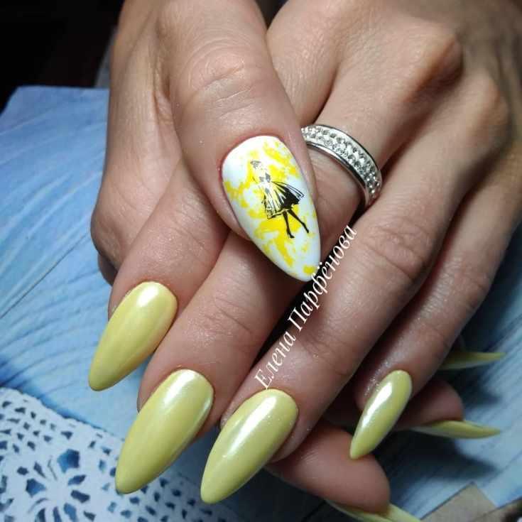 Жёлтый маникюр с фольгой