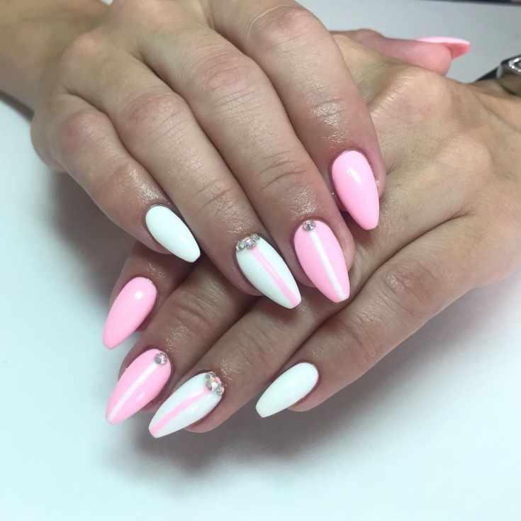 Розово-белый маникюр