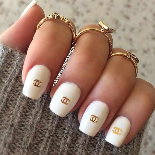 дизайн ногтей шанель белый