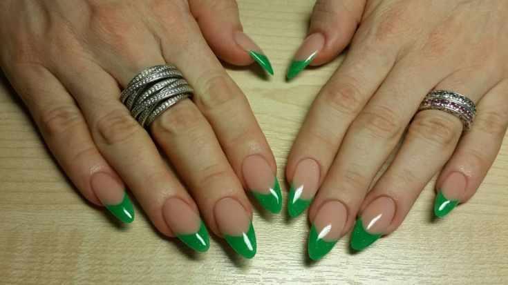 Маникюр зелёный френч
