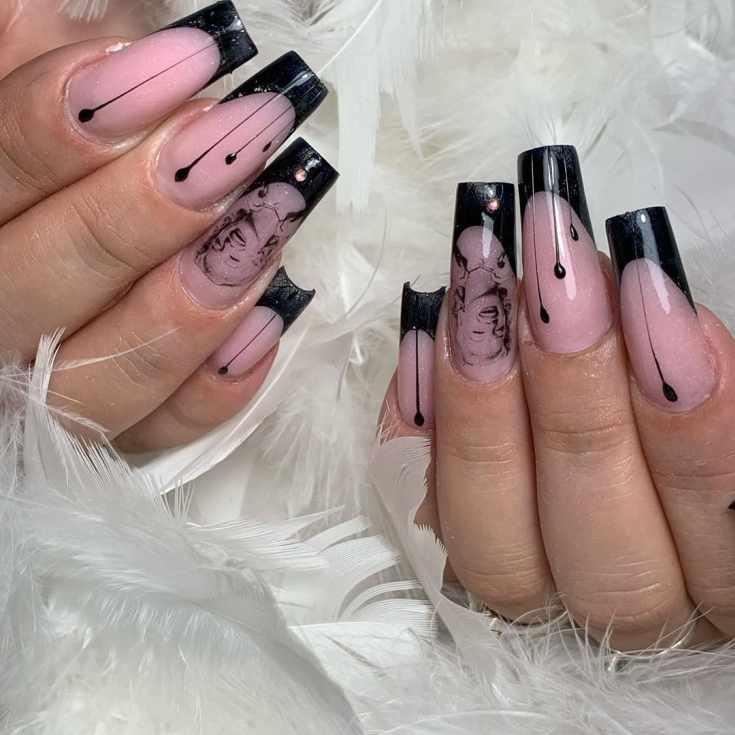 Черный с нюдовым маникюр френч на очень длинные квадратные ногти с вертикальными полосками и рисунком Мэрилин Монро