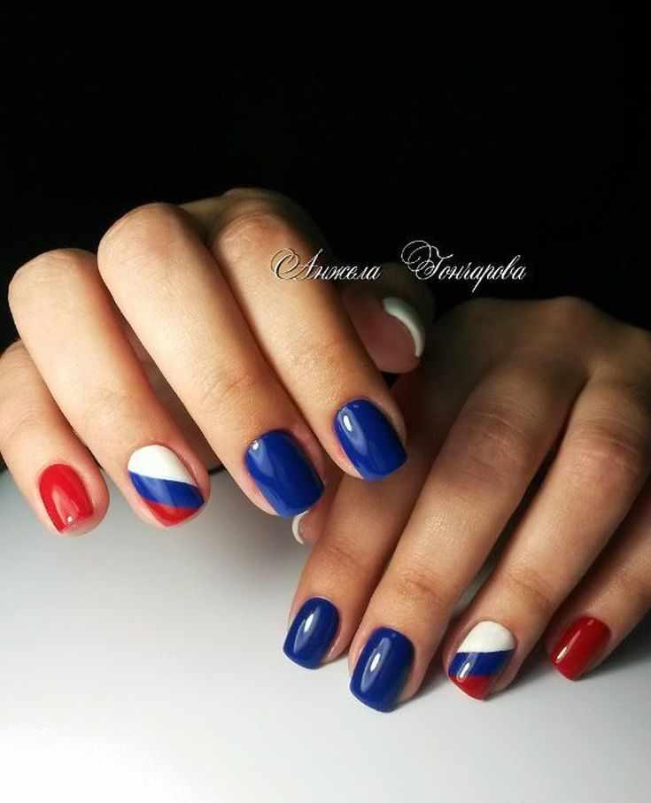 флаг россии на ногтях