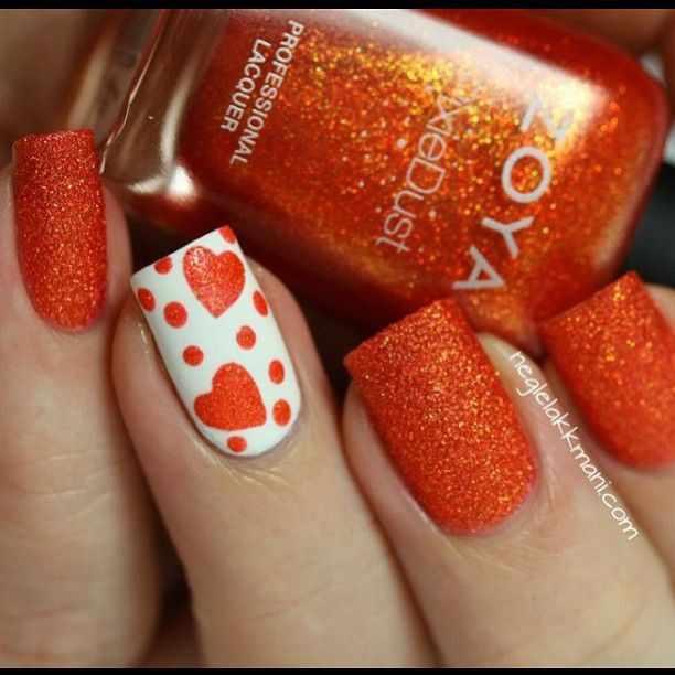 оранжевый маникюр ногтей сахарный