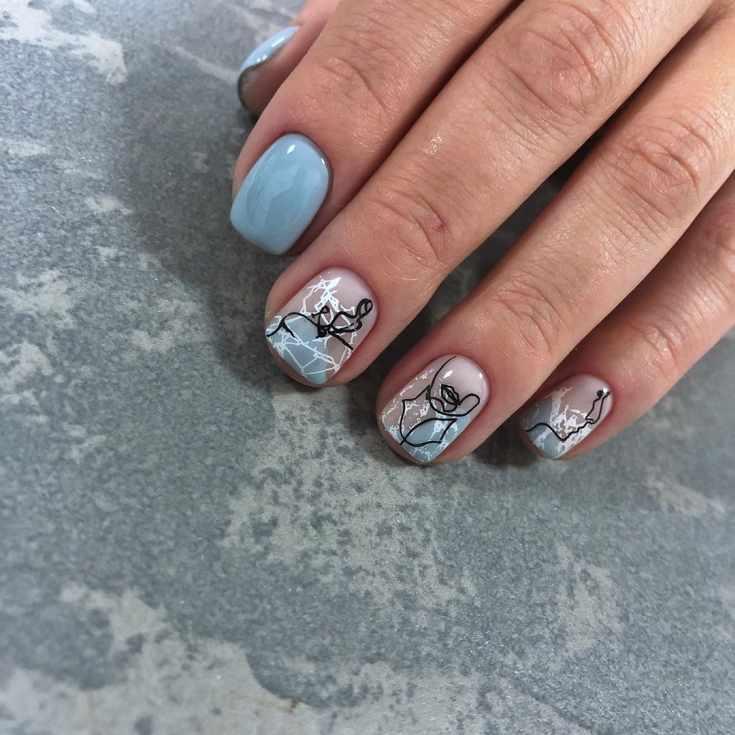 Голубой маникюр на короткие ногти